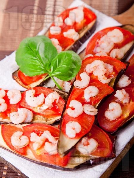 Печени патладжани с домати и скариди на фурна - снимка на рецептата